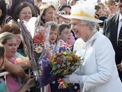 Click image for larger version  Name:AustralianVisitCanberraQueenwellwishers12thMarch.jpg Views:355 Size:55.4 KB ID:232055