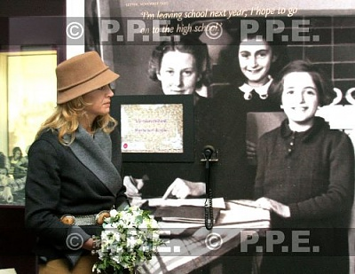 Click image for larger version  Name:annefrank20.jpg Views:111 Size:40.0 KB ID:237676
