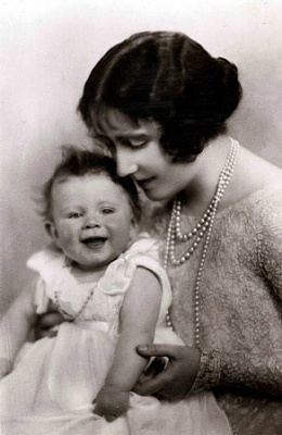 Click image for larger version  Name:1926, mor & dotter.jpg Views:232 Size:100.6 KB ID:249994