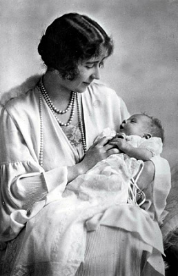Click image for larger version  Name:maj 1926, mor & dotter i samb m dopet.jpg Views:224 Size:93.6 KB ID:249995
