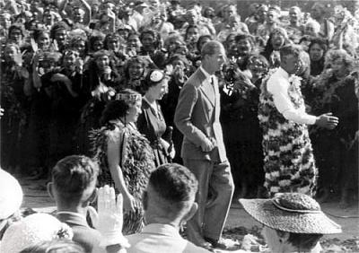 Click image for larger version  Name:New Zealand, Tu-rangawaewae marae, formal seat of  Mãori king, 1953.jpg Views:216 Size:36.3 KB ID:251721