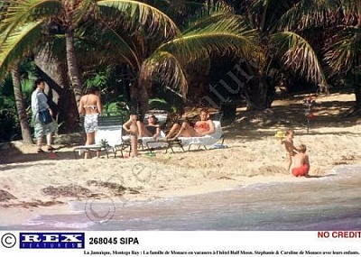 Click image for larger version  Name:Family_Holiday_2.JPG Views:3041 Size:49.1 KB ID:2570