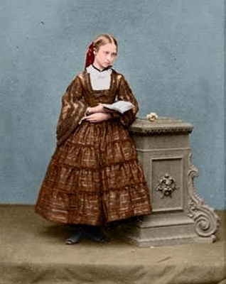 Click image for larger version  Name:louise as a young girl.jpg Views:569 Size:51.0 KB ID:262413