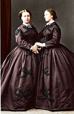 Click image for larger version  Name:louise and helena.jpg Views:624 Size:39.6 KB ID:262414