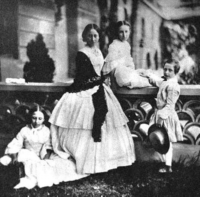 Click image for larger version  Name:louise, alice, helena and arthur, 1858.jpg Views:2017 Size:65.4 KB ID:262416