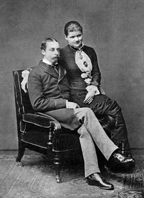 Click image for larger version  Name:Prince Leopold's engagement - 1881.jpg Views:1072 Size:62.7 KB ID:262431