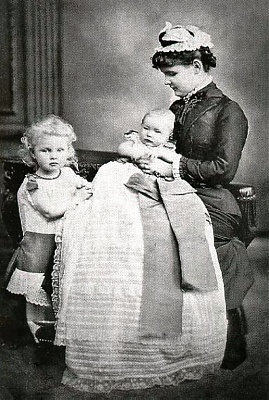 Click image for larger version  Name:Helena of Albany and children.jpg Views:4212 Size:135.5 KB ID:262434