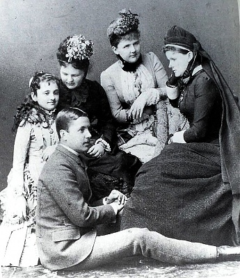Click image for larger version  Name:Elisabeth,Frederick,Marie,Emma, and Helena of Waldeck-Pyrmont.jpg Views:2345 Size:207.4 KB ID:262436