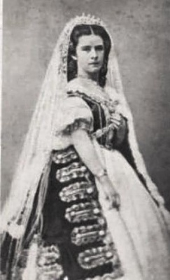 Click image for larger version  Name:kaiserin in hungarian costume.jpg Views:10556 Size:18.8 KB ID:262989