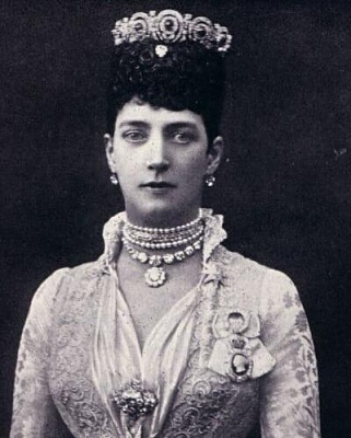Click image for larger version  Name:Queen Alexandra Sapphire Tiara.jpg Views:355 Size:31.2 KB ID:266044