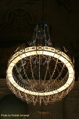 Click image for larger version  Name:Sail 2005 - Palace op de Dam 2297.jpg Views:318 Size:72.5 KB ID:266892