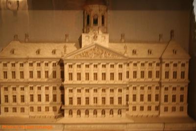 Click image for larger version  Name:Sail 2005 - Palace op de Dam 3306.jpg Views:341 Size:94.3 KB ID:266899