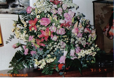 Click image for larger version  Name:Royaltys flowers 0.jpg Views:300 Size:75.4 KB ID:266902