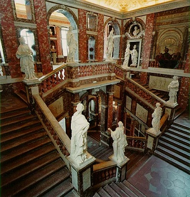 Click image for larger version  Name:Hallway, stairs hall.jpg Views:2206 Size:79.6 KB ID:267022