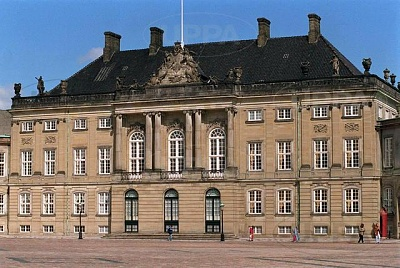 Click image for larger version  Name:Amalienborg 02.JPG Views:447 Size:61.6 KB ID:267640