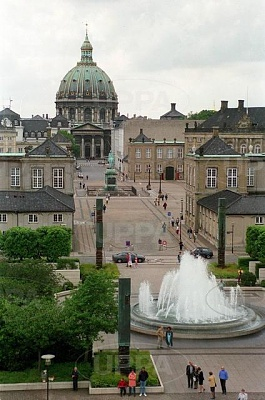 Click image for larger version  Name:Amalienborg 08.JPG Views:464 Size:49.2 KB ID:267646
