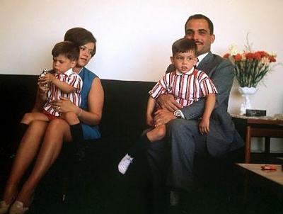 Click image for larger version  Name:king hussein and muna with abdullah and faysal.jpe Views:6454 Size:21.6 KB ID:268038