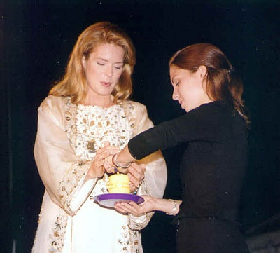 Click image for larger version  Name:Queen_Noor_Princess_Iman.jpg Views:231 Size:23.8 KB ID:26863