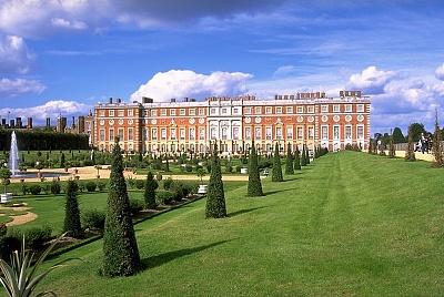 Click image for larger version  Name:UK Hampton Court Wiki.jpg Views:767 Size:96.8 KB ID:269134