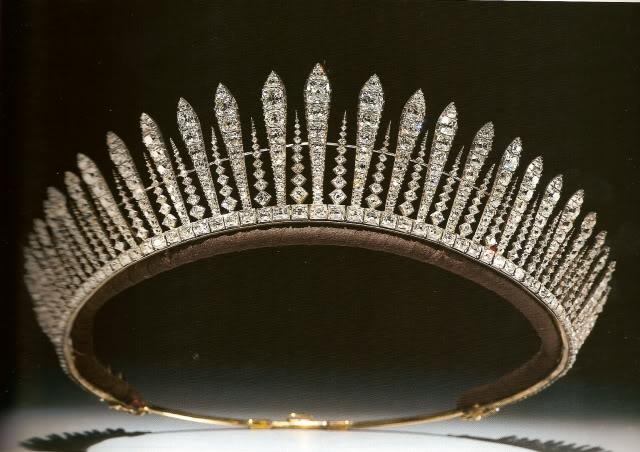 Click image for larger version  Name:PcssMarys fringe tiara.jpg Views:401 Size:63.1 KB ID:275625