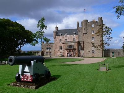 Click image for larger version  Name:scottish-castle-castle-of-mey-caithness.jpg Views:429 Size:211.2 KB ID:276738
