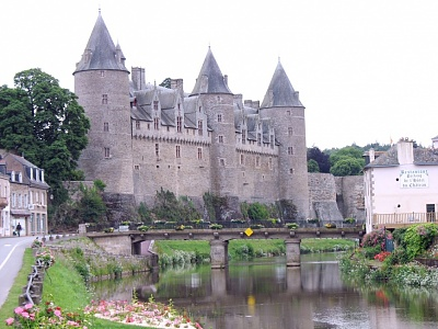 Click image for larger version  Name:Rohan Dukes, Josselin Castle, Brittany.jpg Views:1119 Size:217.4 KB ID:278232