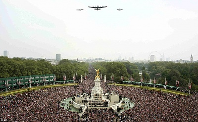 Click image for larger version  Name:Flypast.jpg Views:132 Size:183.3 KB ID:280108