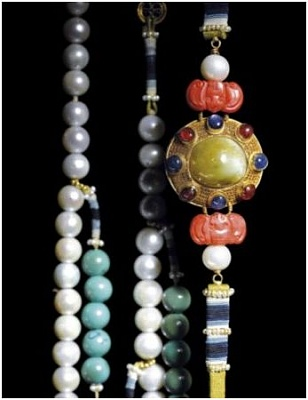 Click image for larger version  Name:Qing Emperor's pearl necklace 2.jpg Views:374 Size:29.4 KB ID:280203