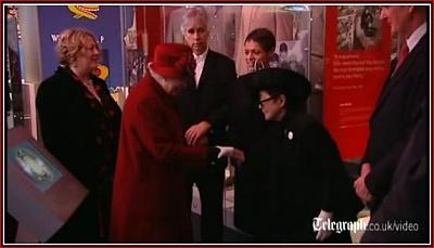 Click image for larger version  Name:Yoko Ono curtsies to HM Nov2011.jpg Views:540 Size:33.5 KB ID:281752