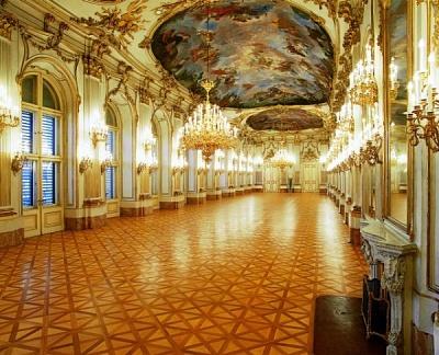 Click image for larger version  Name:Schönbrunn interior.jpg Views:209 Size:81.4 KB ID:283119