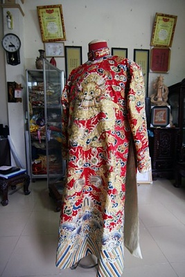 Click image for larger version  Name:Nguyen Dynasty Prince's costume.jpg Views:849 Size:57.9 KB ID:287160