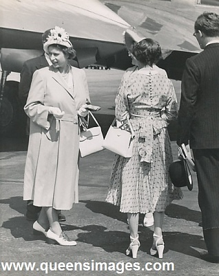 Click image for larger version  Name:1950-7-14 elizabeth_margaret_at_airport_50.jpg Views:2496 Size:89.1 KB ID:287503