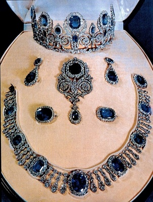 Click image for larger version  Name:Queen Hortense Diamond & Sapphire Parure.jpg Views:438 Size:196.7 KB ID:289767