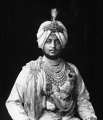Click image for larger version  Name:Maharajah the patilianecklace2 1925.jpg Views:292 Size:137.6 KB ID:292572