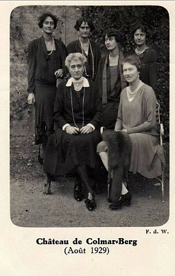 Click image for larger version  Name:Maria Ana with Charlotte, Hilda, Antoinette, Elisabeth and Sophie · Luxembourg 1929.jpg Views:87 Size:147.0 KB ID:300756