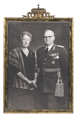 Click image for larger version  Name:Photograph of Grand Duchess Charlotte of Luxembourg & Prince Felix, 1963.jpg Views:253 Size:100.6 KB ID:300757