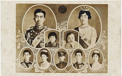 Click image for larger version  Name:Imperial Family; Emperor Showa and Empress Kojun; this two first daughters; and the brother's Em.jpg Views:69 Size:207.7 KB ID:300758