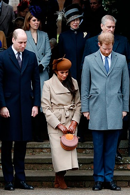 Click image for larger version  Name:meghan-curtsy-queen-a.jpg Views:61 Size:82.8 KB ID:300939