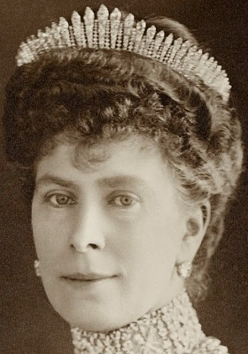 Click image for larger version  Name:Hanover Fringe Tiara () Queen Mary 2.jpg Views:64 Size:80.0 KB ID:301894