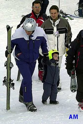 Click image for larger version  Name:skiing_1.jpg Views:335 Size:28.4 KB ID:36206