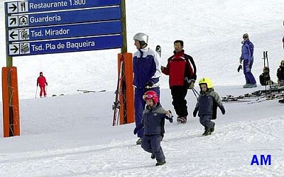 Click image for larger version  Name:skiing_1.jpg Views:276 Size:25.8 KB ID:36210