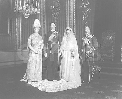 Click image for larger version  Name:Queen Mary, Lord Lascelles, Princess Mary and King George.jpg Views:762 Size:28.4 KB ID:37695