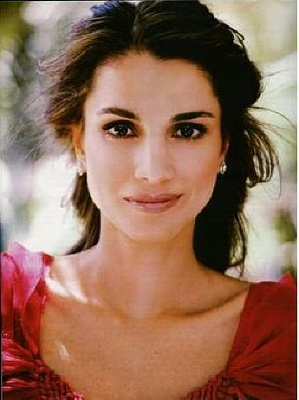 Click image for larger version  Name:QueenRania+in+Point+de+Vue---1.jpg Views:707 Size:59.0 KB ID:38097