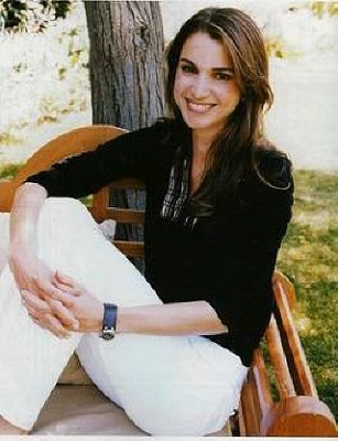 Click image for larger version  Name:QueenRania+in+Point+de+Vue+04.jpg Views:687 Size:60.0 KB ID:38098