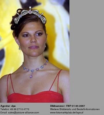Click image for larger version  Name:Vicki'sTiara.jpg Views:980 Size:40.2 KB ID:39016