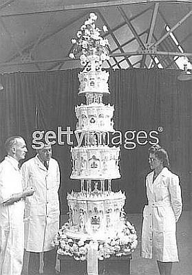 Click image for larger version  Name:Elizabeth- Mr. Schur, chief confectioner McVitie & Price, LTD (c).jpg Views:507 Size:31.9 KB ID:40582