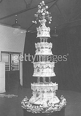 Click image for larger version  Name:Elizabeth - Wedding cake view 3.jpg Views:479 Size:28.7 KB ID:40583