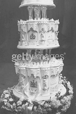 Click image for larger version  Name:Elizabeth wedding cake detail - scenes from their lives are on bottom two tiers.jpg Views:495 Size:47.2 KB ID:40584