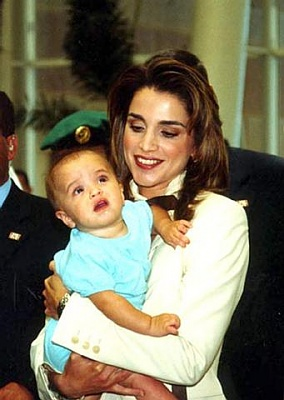 Click image for larger version  Name:Queen Rania & Salma-2.jpg Views:130 Size:28.2 KB ID:41657