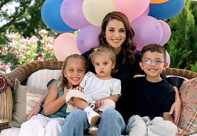 Click image for larger version  Name:Queen%20Rania20%20TST.jpg Views:149 Size:36.7 KB ID:41660